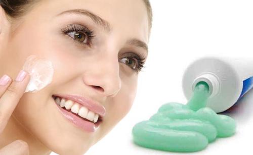 Tỏ tường về cách trị mụn bọc bằng kem đánh răng dễ làm nhất 2