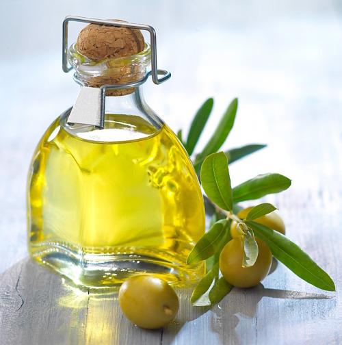 Sửng sốt với công dụng trị mụn bọc bằng dầu oliu 2