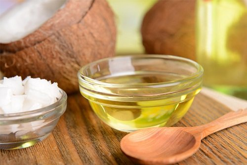 trị mụn bọc bằng dầu dừa 6